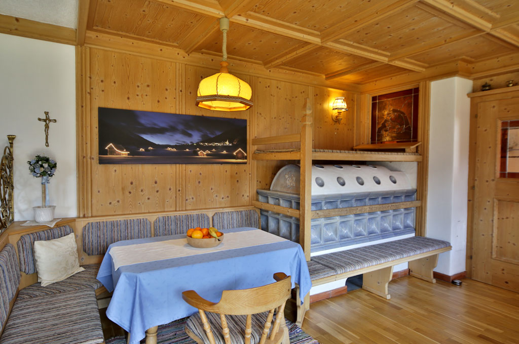wohnen landhaus lugger in obertilliach im tiroler gailtal osttirol. Black Bedroom Furniture Sets. Home Design Ideas